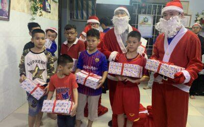 Phát quà noel cho các em mồ côi tại cơ sở bảo trợ xã hội Tống Phước Phúc Orphanage
